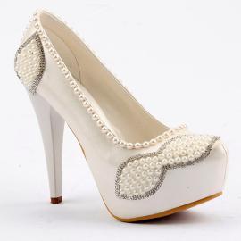 حذاء العروس المرصع ذو الكعب العالي