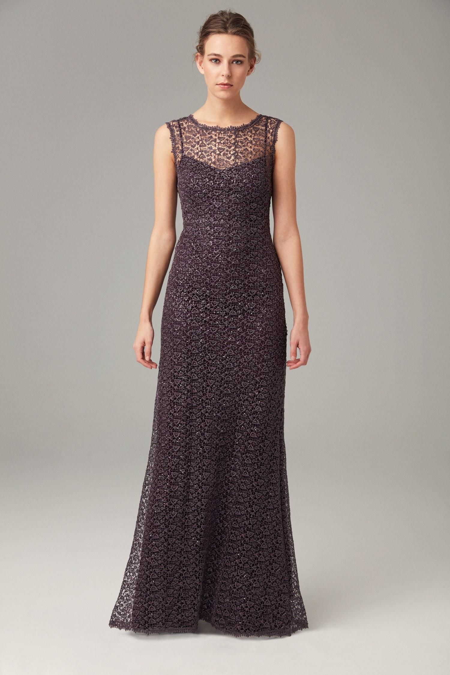 فستان دانتيل مطرز